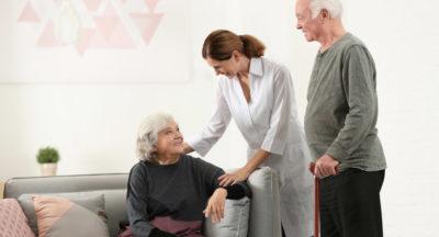 Aide à domicile ou maison de retraite? Faire le bon choix.